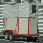 Ponyvagyártással a lószállító biztonságáért